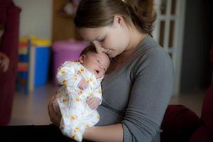 只靠读育儿书能成为好妈妈吗?