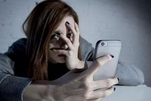 科学家:四分之一的青少年有危险 对智能手机上瘾