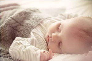 小宝宝高热后起疹子 当心是婴儿玫瑰疹惹的祸