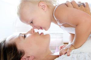 纯母乳喂养的宝宝真的不需要喂水吗?
