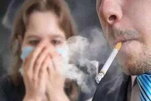 """超七成青少年受二手烟侵害 专家:家长抗""""疫""""在家莫抽烟"""