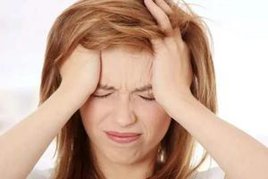"""""""坐月子""""期间持续剧烈头痛要注意"""