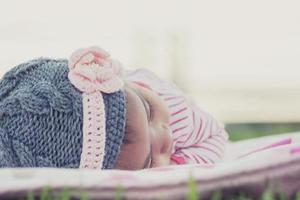 一岁四个月睡醒后都要哭一会 需要干预吗?