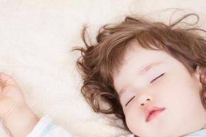孩子脸上有白斑 是不是该吃打虫药了?
