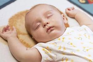 九个月宝宝爱侧身睡 需要纠正吗?