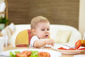 六个月宝宝发现脖子肤色特别黑 这是为啥?