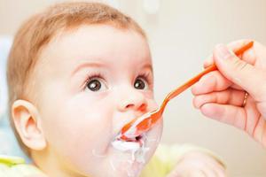 孩子几岁可以吃酸奶?