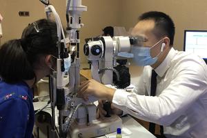 """""""上网课""""导致近视加深 专家建议家长关注孩子视力问题"""