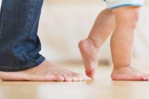 8个月走路脚后跟不着地怎么办?