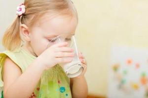 一岁宝宝能喝牛奶吗?