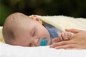 两个月半宝宝四五天拉一次大便正常吗?