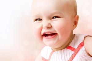 10个月孩子门牙才长三分之一正常吗?