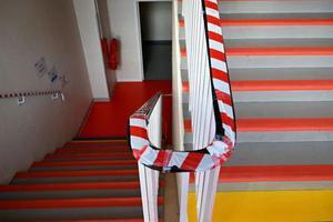 法国新学年开始仅一天 多所学校出现确诊后关闭