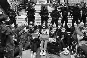 反堕胎禁令示威 波兰这事闹大了