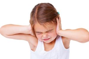 千萬別忽視這些提示信號 耳道如果發炎需全麻手術