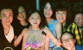 王菲为女儿李嫣庆生