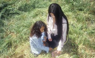 卡戴珊携女儿拍摄广告大片