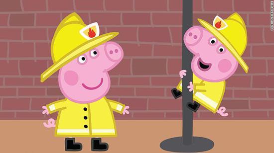 """《小猪佩奇》在2009年的一集《消防车》中,用""""firemen""""来指消防员,而不是现在普遍使用的""""firefighters""""这个无性别指向的词语。"""