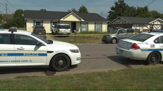 警方正在受伤男童的住所附近调查(图源:News Channel 5)