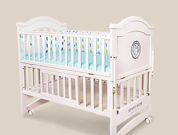 本次召回范围内的婴儿床,由于结构要求,床头上端分别被试验链条