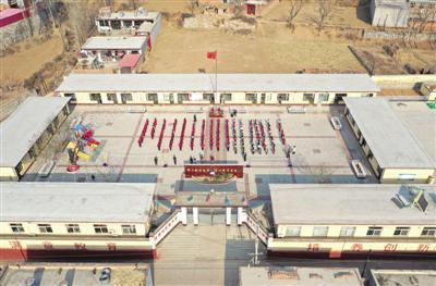 河北省一所农村小学全貌。光明图片/视觉中国