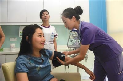 今年5月30日,来自北京的一名女士在海南博鳌超级医院接种九价宫颈癌疫苗。