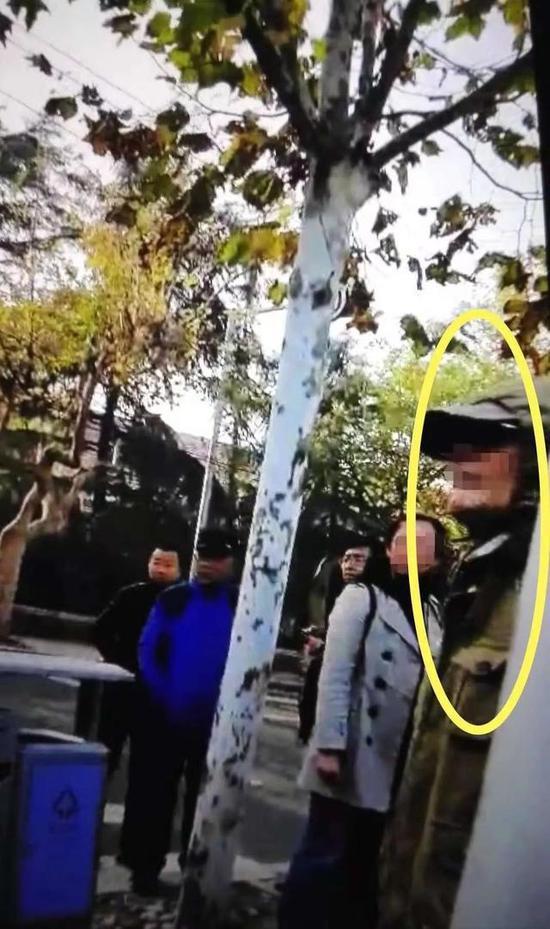 (图示为打人的老年男子,视频截图)