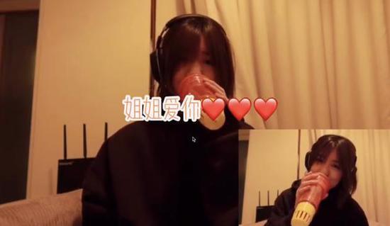 汪峰大女儿小苹果为醒醒唱生日快乐歌