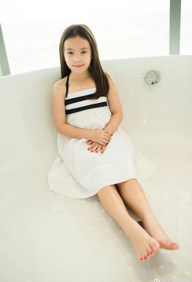 刘涛晒照庆祝女儿十岁生日