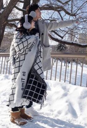 福原爱挺八月孕肚北海道赏雪