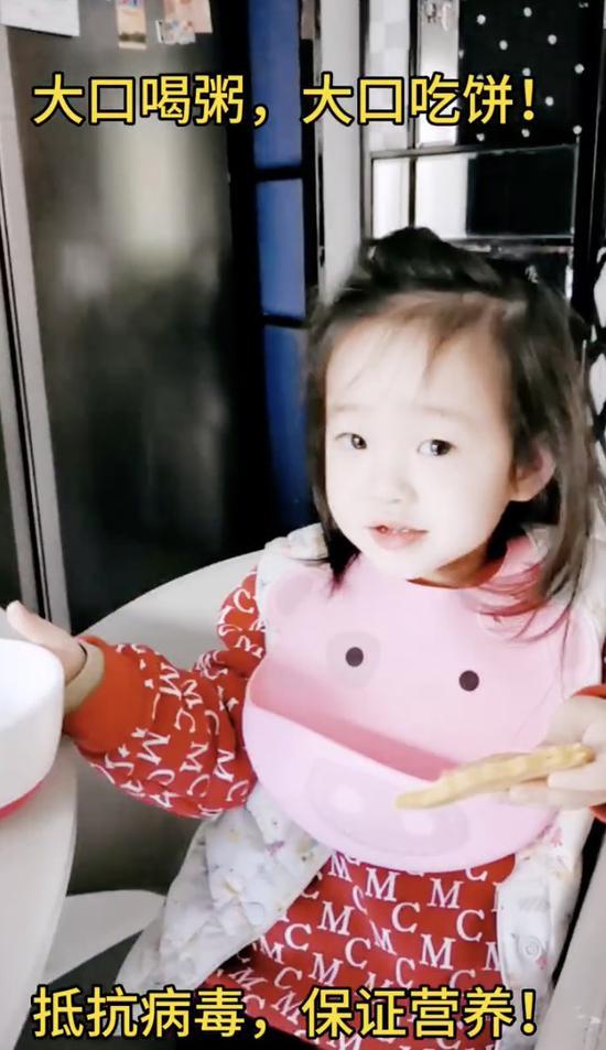 杨威分享女儿日常