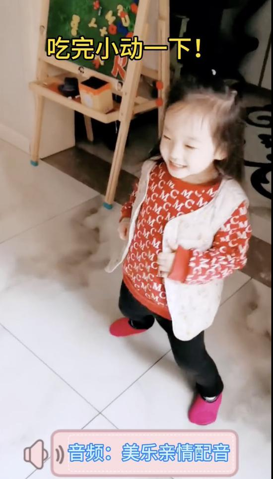 楊威分享女兒日常