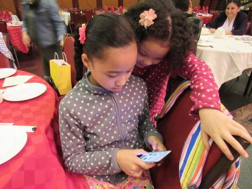 因智能型手机的方便取得,孩子有可能在不知情的情况下透露个资。(美国《世界日报》/记者颜嘉莹 摄)