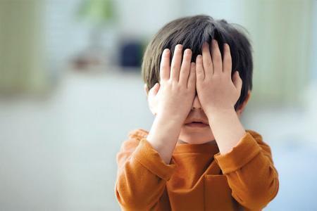 这些行为是伤害孩子视力的元凶!一起作业刷银币