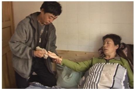 郭晶华与丈夫租住在医院附近出租房内,守护他们的孩子。 图片均为辽沈晚报、聊沈客户端记者 王迪 摄