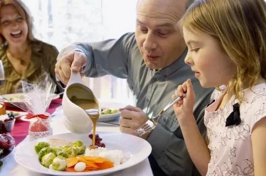 吃饭也是教育孩子的好时机!
