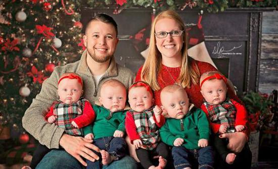 这是美国肯塔基首次迎来五胞胎,母亲布里安娜成了当地的明星妈妈。
