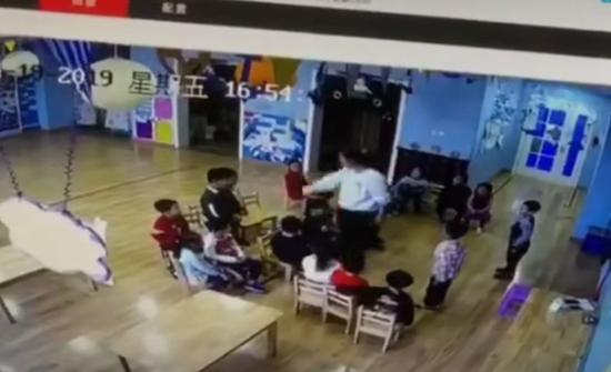 太原一幼儿园老师被指粗暴对待儿童