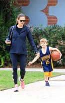 加纳陪儿子打篮球
