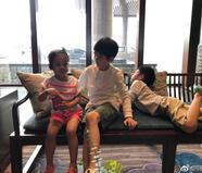 潘粤明儿子顶顶庆9岁生日