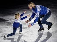 冰王子普鲁申科与儿子共舞