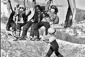 4名儿童乘坐缆车打闹私开防风罩 致其中一人坠落