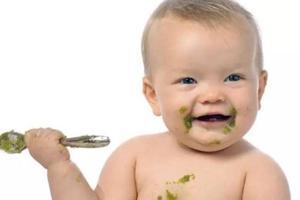 给宝宝冲米粉 用奶还是白开水?用蔬菜汁还是果汁?