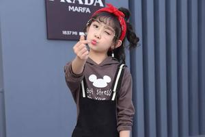 中国童模日赚3万 11岁年收入80万 梦想是娶迪丽热巴?