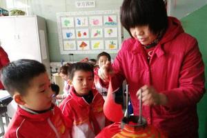 30名小学生做特殊寒假作业 义卖1000余灯笼助智障儿童