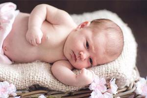 怎样缓解宝宝出现的胃食管反流?