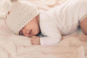 小时候多趴着玩的宝宝 长大以后更聪明