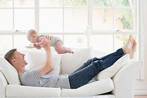 华媒:荷兰新生儿父亲带薪假期将延长至一周
