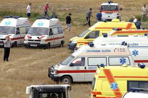 斯洛伐克汽车翻车撞上一群路过儿童 致12人受伤