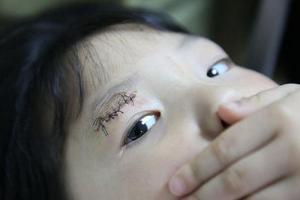 5岁女童玉器店遭仿制兵马俑砸伤 店方拒绝赔偿